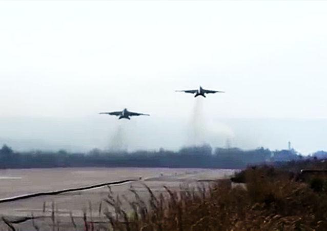 لأول مرة طائرات ميغ-29 السورية تحمي الطائرات الروسية سو-25