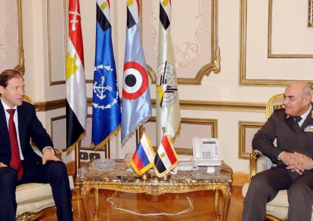 وزير الدفاع المصري ـ وزير التجارة والصناعة الروسي
