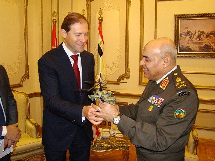 مروحية كا - 52 كا هدية وزير التجارة والصناعة الروسى لوزير الدفاع المصرى