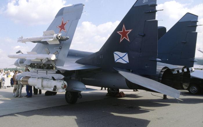 وصول طيران البحرية الروسية للمشاركة في العرض البحري الرئيسي…فيديو