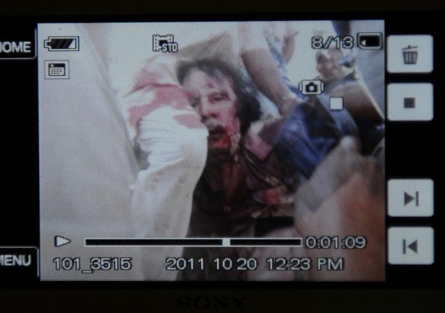 صورة من فيديو التقطت أثناء اعتقال القائد الليبي السابق معمر القذافي