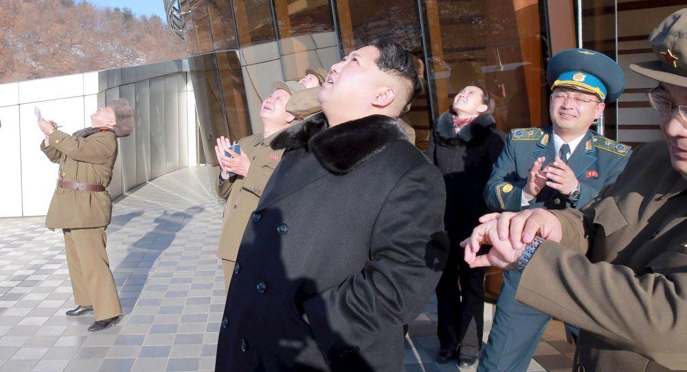 كوريا الشمالية تطلق صاروخاً