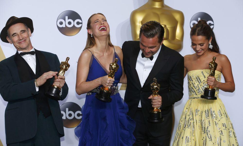 الفئزون على جائزة الأوسكار بعد إنتهاء حفل توزيع جوائز الأوسكار في كاليفورنيا، 28 فبراير/ شباط 2016.