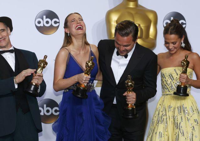 الفائزون بجائزة أوسكار بعد انتهاء حفل توزيع جوائز الأوسكار في كاليفورنيا، 28 فبراير/ شباط 2016.