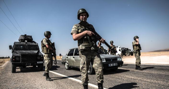 عسكريون أتراك على الحدود التركية السورية