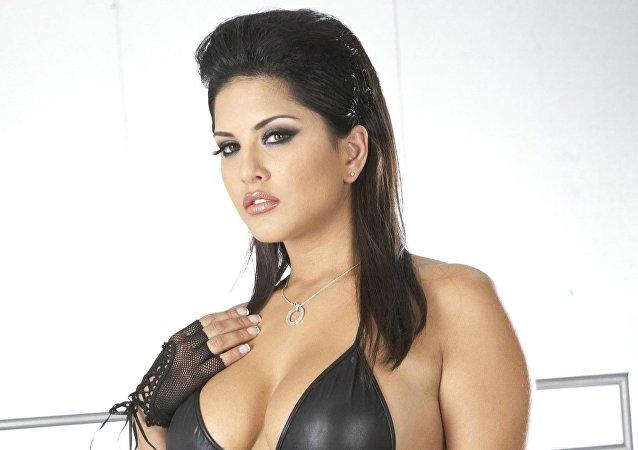 الممثلة الإباحية ساني ليون