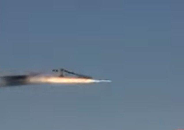 شاهد... ميغ-31 تصد هجوم صاروخي خلال معركة جوية