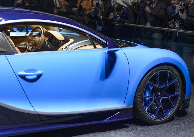 سيارة  Bugatti Chiron في المعرض الـ 86 جنيف الدولي للسيارات.