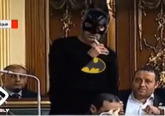 طرد باتمان من قاعة مجلس النواب المصري