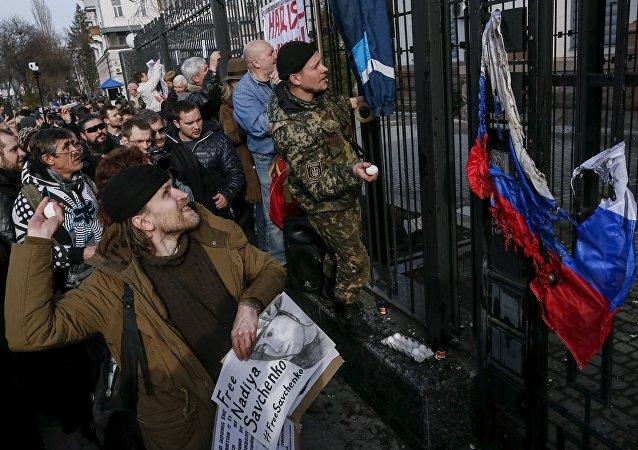 الاعتداء على السفارة الروسية في كييف