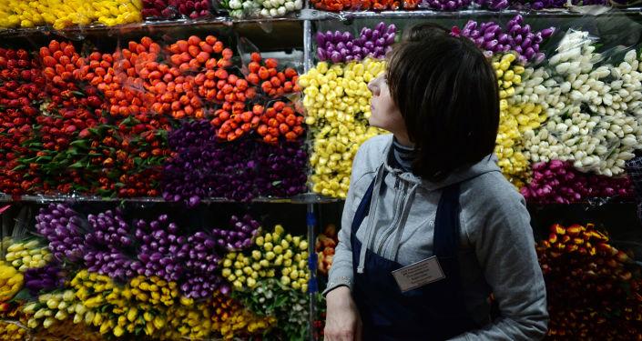 بيع الورود قبيل اليوم العالمي للنساء في موسكو، 8 مارس/ آذار 2016.