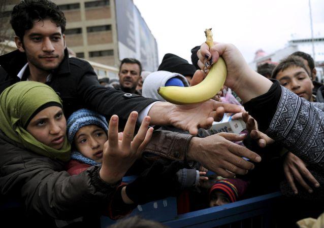 توزيع الطعام المجاني على اللاجئين (أرشيفية)