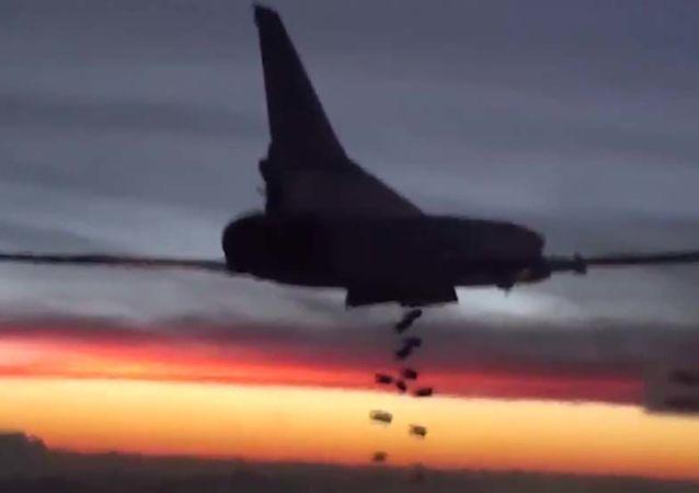 صور أرشيفيو لحلملة الصواريخ تو-22.