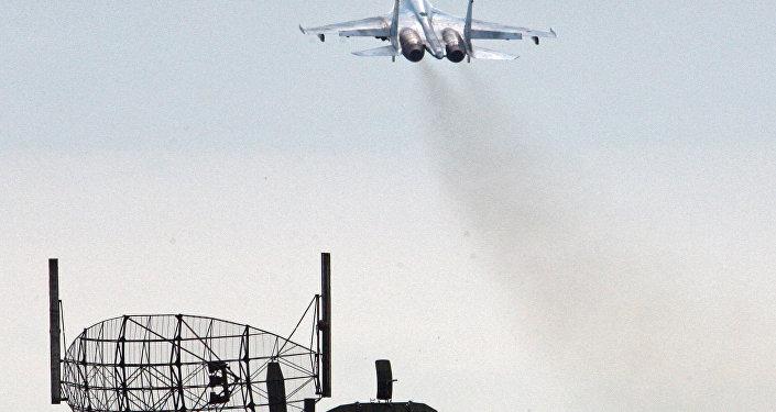مقاتلة سو-27 تقلع من مطار تشكالوفسك