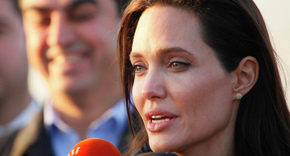 الممثلة أنجيلينا جولي