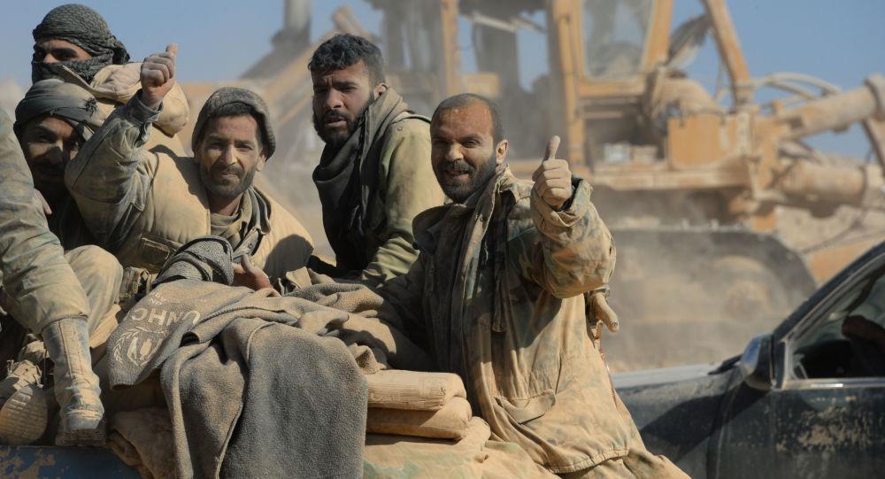 قوات الجيش العربي السوري يحررون مدينة القريتين في سوريا.