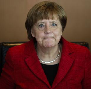 المستشارة الألمانية أنجيلا ميركل تصل لاجتماع مجلس الوزراء الأسبوعي في مقر المستشارين في برلين، الأربعاء 6 أبريل/ نيسان 2016.
