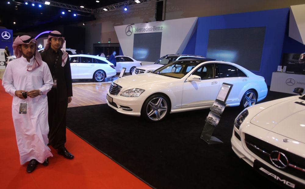 معرض قطر الدولي لسيارات المرسيدس-بينز في الدوحة.