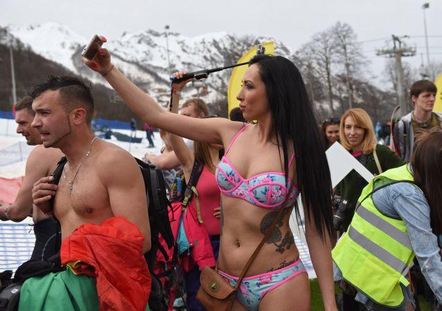 فتاة تشارك في مهرجان التزلج