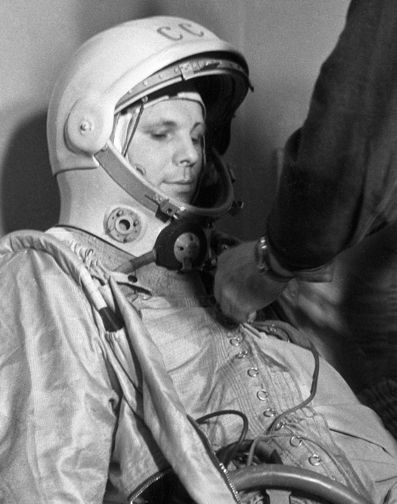 رائد فضاء الروسي يوري غاغارين قبيل انطلاق مركبته إلى الفضاء، 12 أبريل/ نيسان 1961