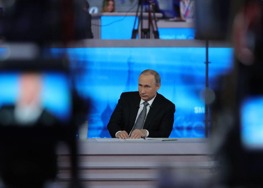 الرئيس فلاديمير بوتين أجرى حواراً مباشراً مع المواطنون الروس، 14 أبريل/ نيسان 2016
