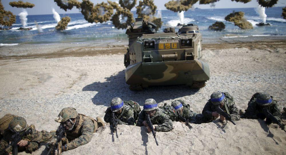 مشاة البحرية الأمريكية والكورية الجنوبية خلال تدريب مشترك