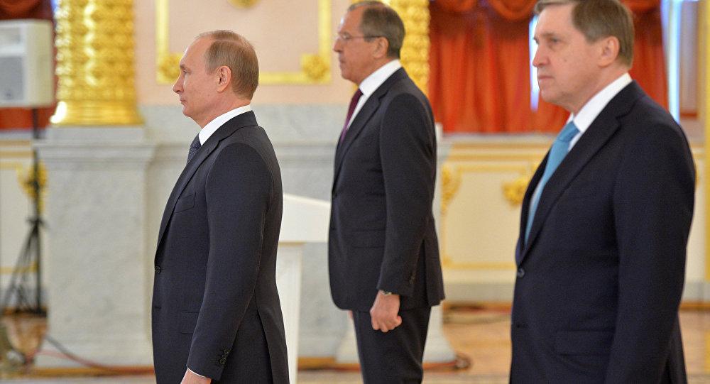 بوتين يتسلم أوراق اعتماد السفراء