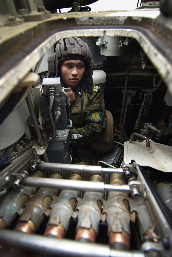 التدريبات العسكرية في كلية مارغيلوف العليا لقوات الإنزال الجوي في ريازان