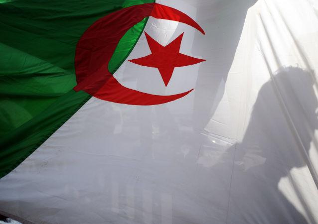 العلم الجزائري