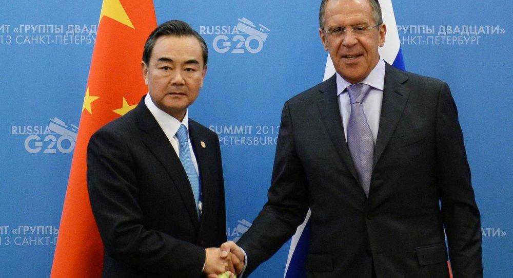 لقاء وزيري الخارجية الروسي والصيني سيرغي لافروف ووانغ يي
