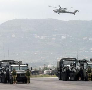 البروفة العامة للعرض العسكري بمناسبة إحياء الذكرى الـ 71 لعيد النصر، في القاعدة العسكرية حميميم في سوريا.