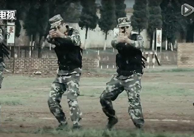 صواريخ وتسلق صخور وقدرات خارقة... الجيش الصيني يستعرض قوته