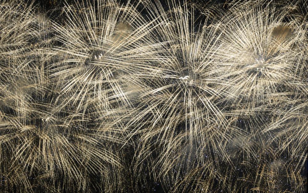 الألعاب النارية في قازان بمناسبة الاحتفالات بالذكرى الـ 71 لعيد النصر على النازية في الحرب الوطنية العظمى (1941-1945).