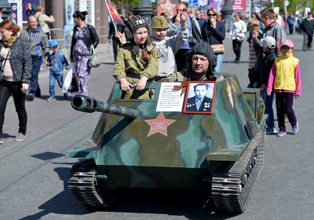 مسيرة الفوج الخالد في تشيلابنسك.