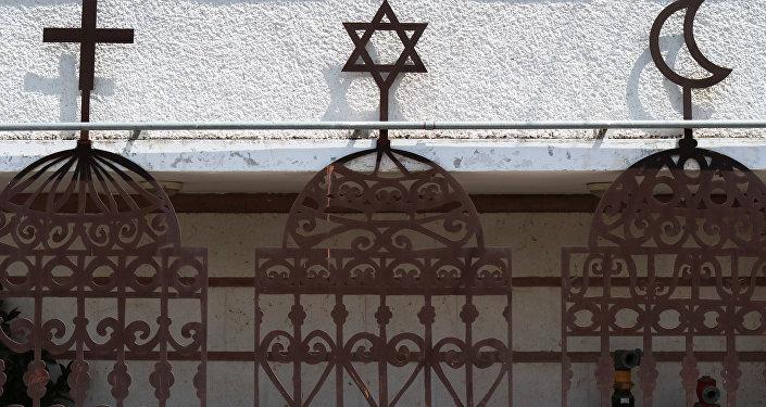 الديانات الثلاثة