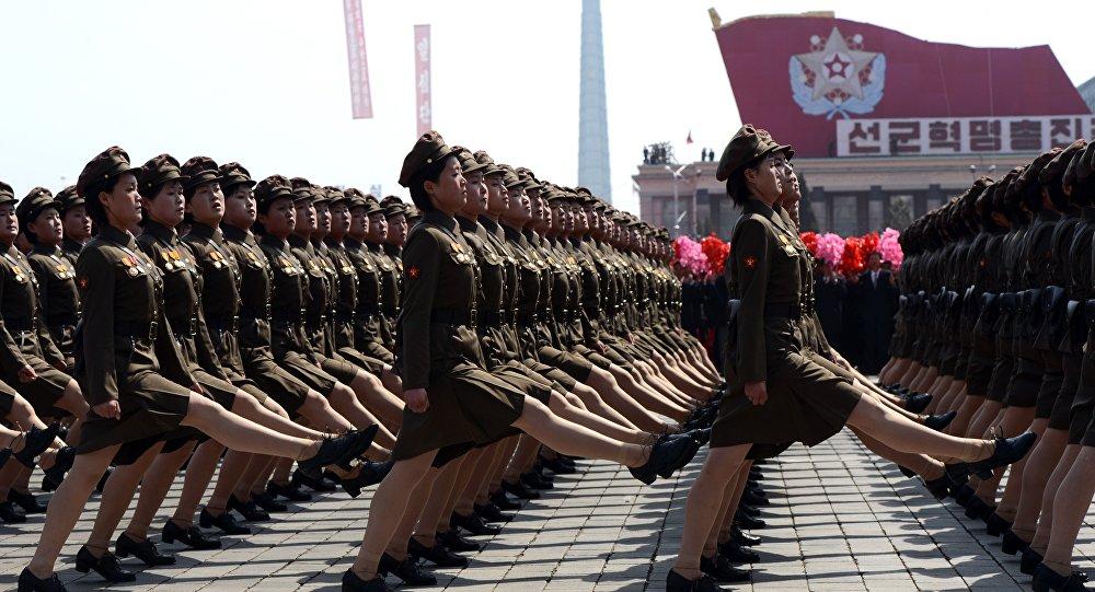 الفوج النسائي في كوريا الشمالية.
