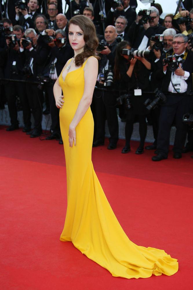 الممثلة آن كندريك على  السجادة الحمراء خلال الفعالية الـ 69 لافتتاح مهرجان كان الفرنسي
