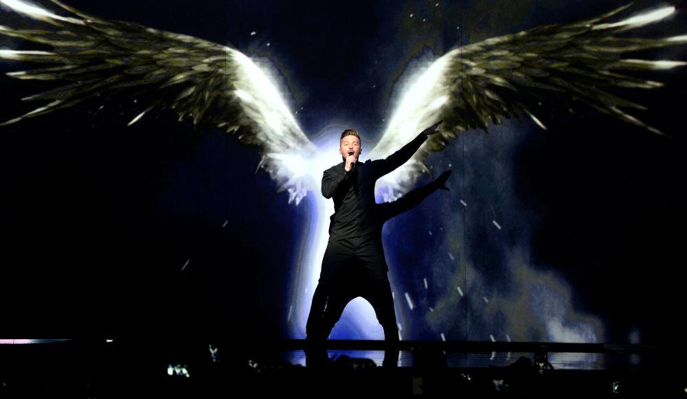 إطلالة المغني الروسي سيرغي لازاريف في مسابقة الأغنية الأوروبية Eurovision بمدينة ستوكهولم بالسويد، 10 مايو/ آيار 2016.