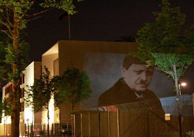 أردوغان بشارب هتلر