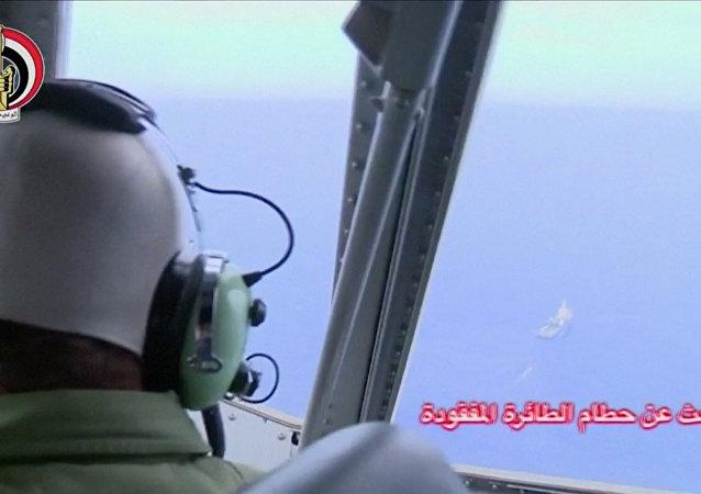 البحث عن حطام الطائرة المصرية