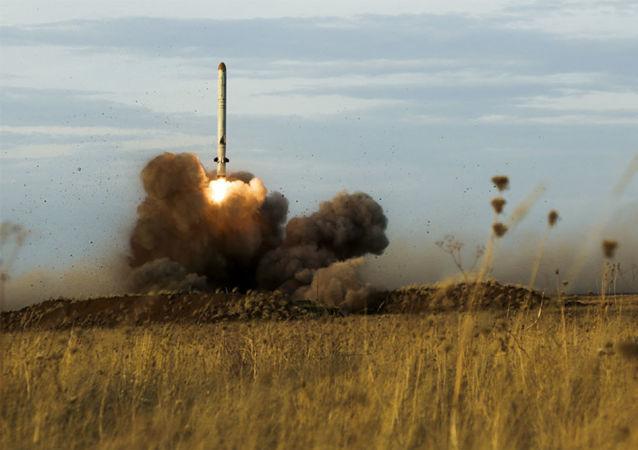 تجربة إطلاق صاروخ إسكندر