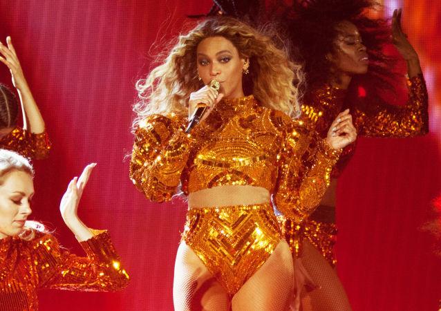 المغنية المشهورة بنسيلفانيا (Beyonce) خلال حفل لها في الولايات المتحدة، بينسلفانيا 31 مايو/ حزيران 2016.