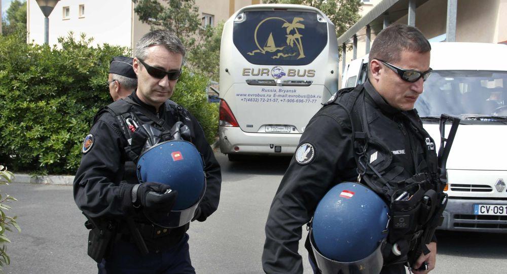 الشرطة الفرنسية توقف حافلة تقل مشجعي المنتخب الروسي