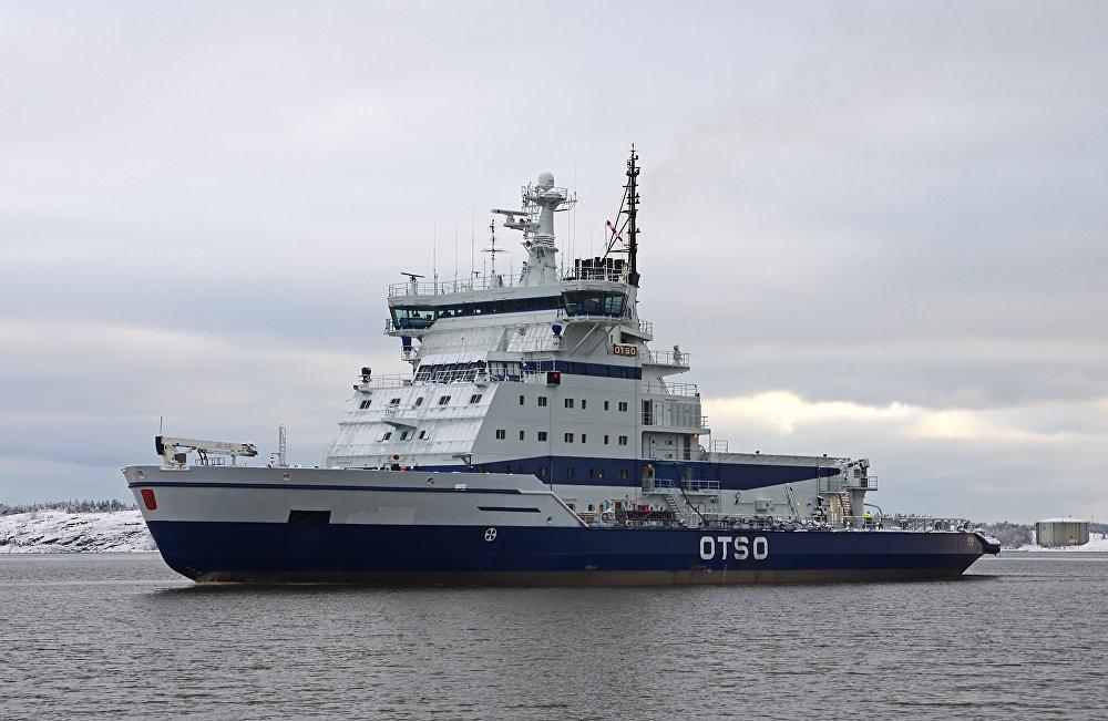 كاسحة الجليد الفنلندية أوتسو (Otso ) تعود إلى مرفأها في هيلسينكي.