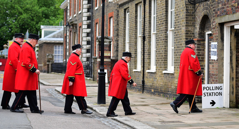 اللندنيون يصوتون في استفتاء بقاء أم خروج بريطانيا من الاتحاد الأوروبي، تشيلسي غرب لندن 23 يونيو/ حزيران 2016