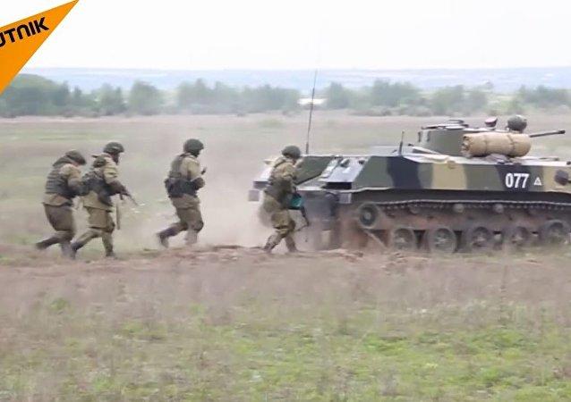 انتهاء المرحلة الأولى من مسابقة قوات الإنزال الجوي الروسية