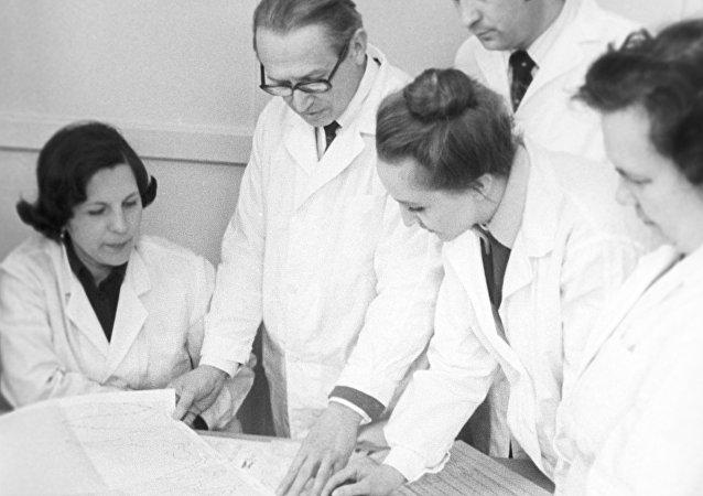 أطباء متخصصون في الأمراض الوبائية