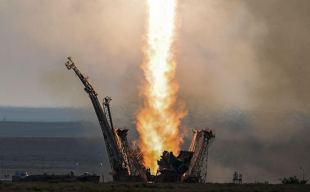 إطلاق الصاروخ الحامل سويوز-إف\غ مع نقل المركبة الفضائية المأهولة سويوز ام\اس من قاعدة بايكونور.