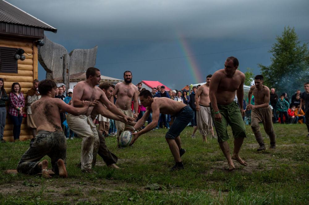 مهرجان تاريخي في حقل أبالاكسكوي في محافظة تيومين بروسيا