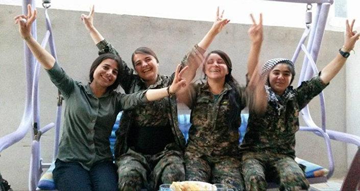 فتيات إيزيديات